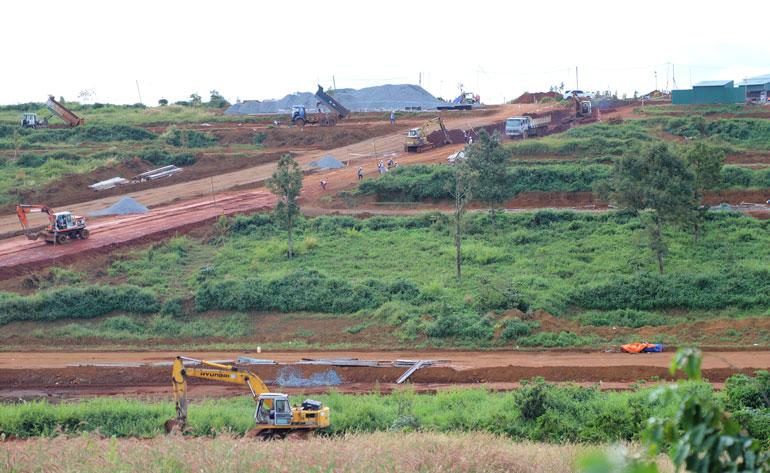 Loạn san gạt đất để phân lô, bán nền, UBND TP.Đà Lạt chỉ đạo xử lý luôn phương tiện vận chuyển vật liệu