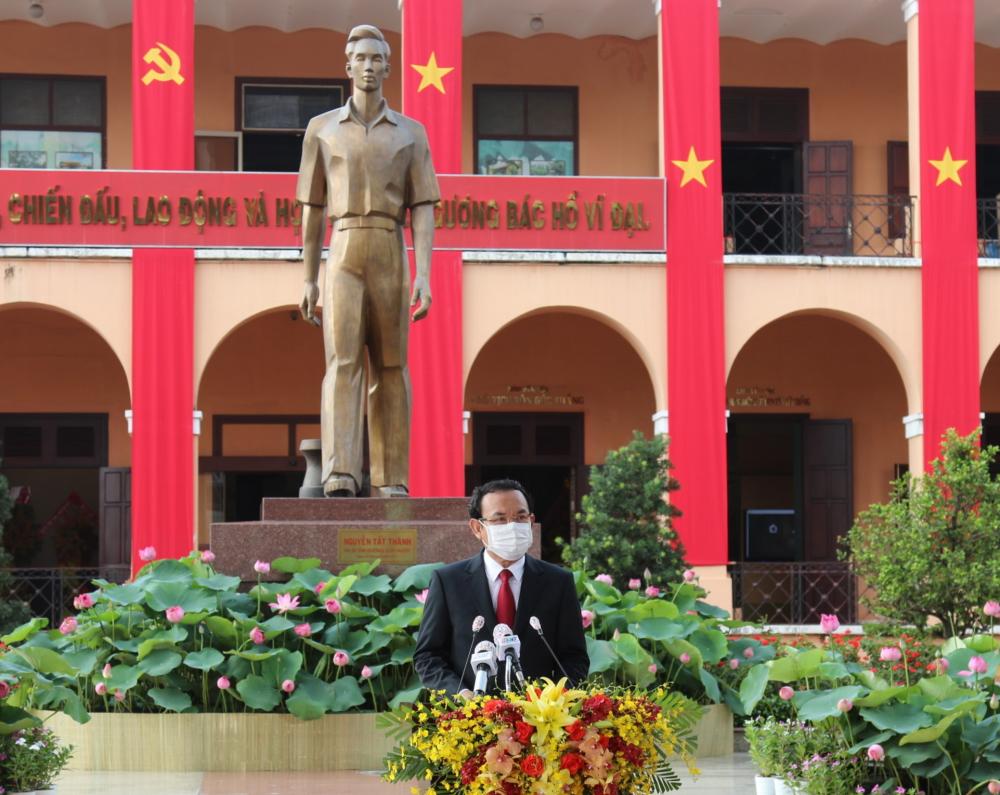 Bí thư Thành ủy TPHCM Nguyễn Văn Nên đọc diễn văn kỷ niệm tại buổi lễ.