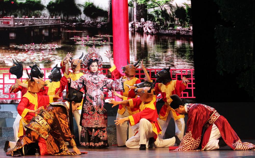 Trở lại tham gia hội diễn sau 16 năm, NSƯT Phượng Loan đã có thêm tấm huy chương vàng với vai phản diện Thái hậu Nguyễn Thị Anh  trong vở cải lương Rạng ngọc Côn Sơn