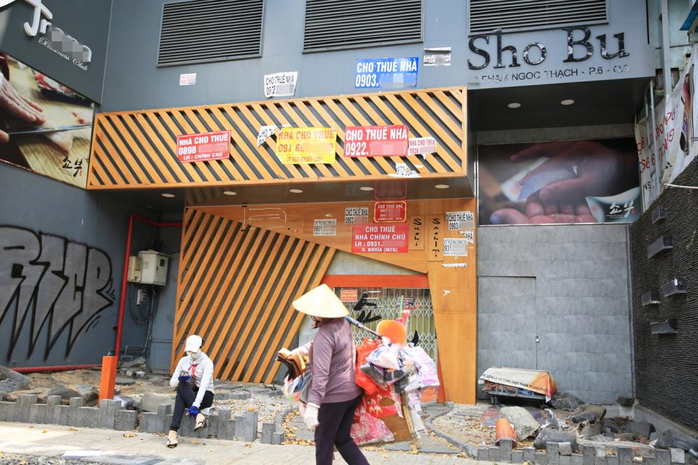 Nhiều người lao động nghèo vất vả mưu sinh trong mùa dịch - Ảnh: nguoilaodongngheo