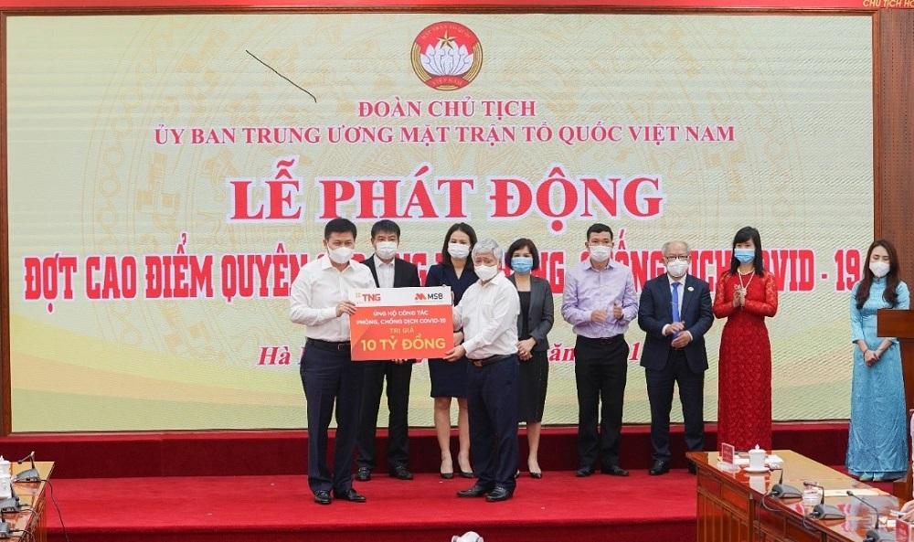 TNG Holdings Vietnam và MSB ủng hộ 10 tỷ đồng cho Ủy ban Trung ương Mặt trận Tổ quốc Việt Nam. Ảnh: TNG