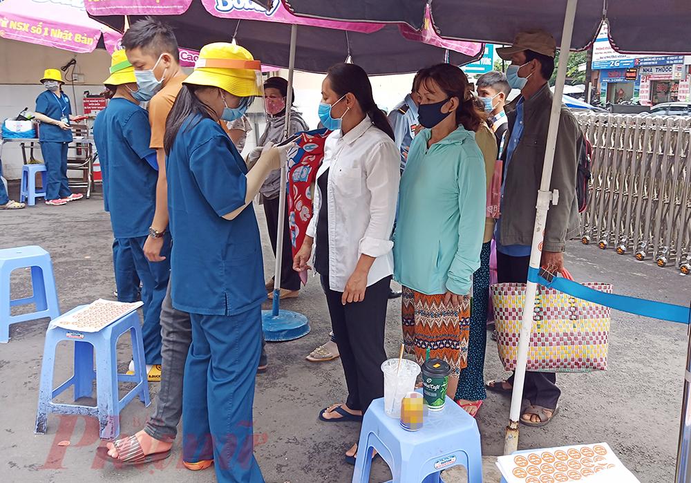 Thai phụ không nên chọn khung giờ cao điểm để tránh tập trung đông người, hãy khai báo y tế thành thật để được hỗ trợ kịp thời