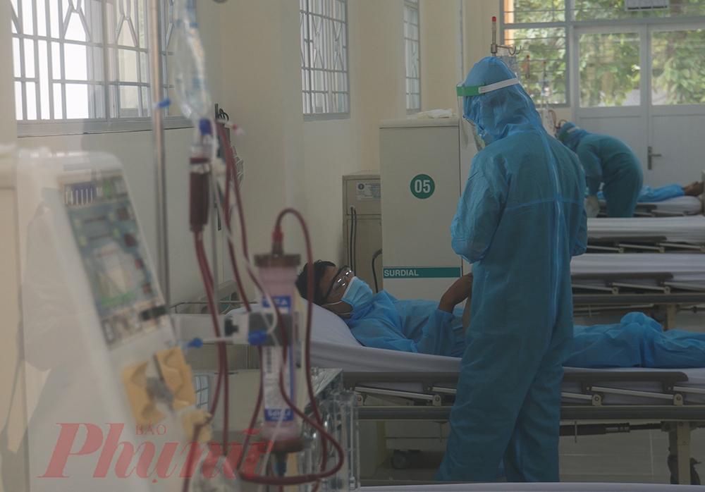 Bác sĩ CK2 Phan Văn Đức - Phó giám đốc Bệnh viện Lê Văn Thịnh cho biết, hiện tại khu chạy thận có 10 máy chạy thận nhân tạo, mỗi máy chạy được 4 ca/ngày. Như vậy, nếu chạy hết công suất sẽ phục vụ 40 bệnh nhân suy thận.