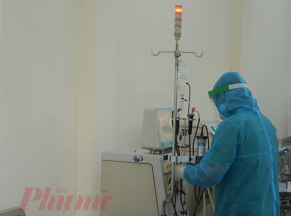Đèn tín hiêu liên tục thông báo bất ổn, các bác sĩ phải theo dõi sát người bệnh