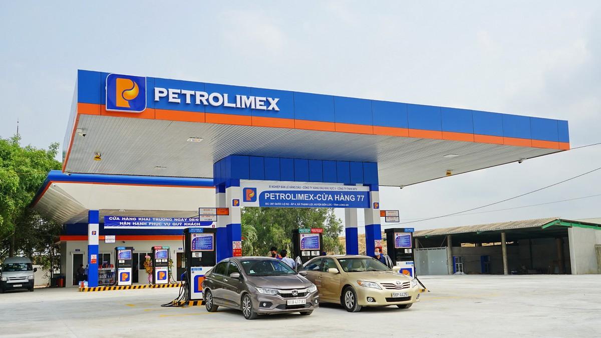 Petrolimex đứng đầu danh sách 50 công ty niêm yết tốt nhất Việt Nam năm 2021. Ảnh minh hoạ