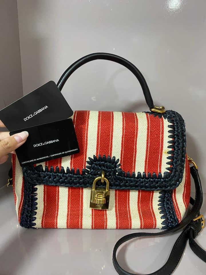 Dolce&Gabbana Runway bag 2011 edition. Chất liệu da bê , khoá mạ vàng , bên trong túi hoạ tiết leopard . Mình mua 3500 euro