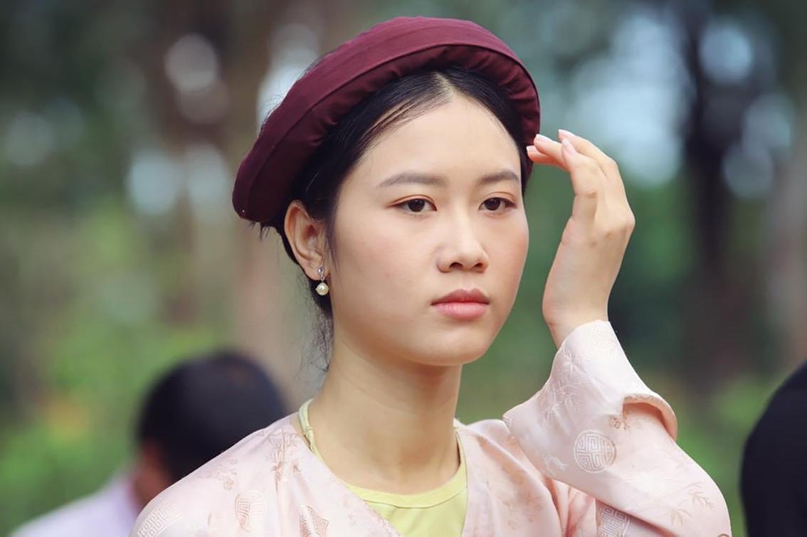 Gương mặt đậm nét Á Đông giúp Hoàng Phượng dễ dàng hóa thân vào các vai diễn thôn nữ, mang vẻ đẹp mộc mạc
