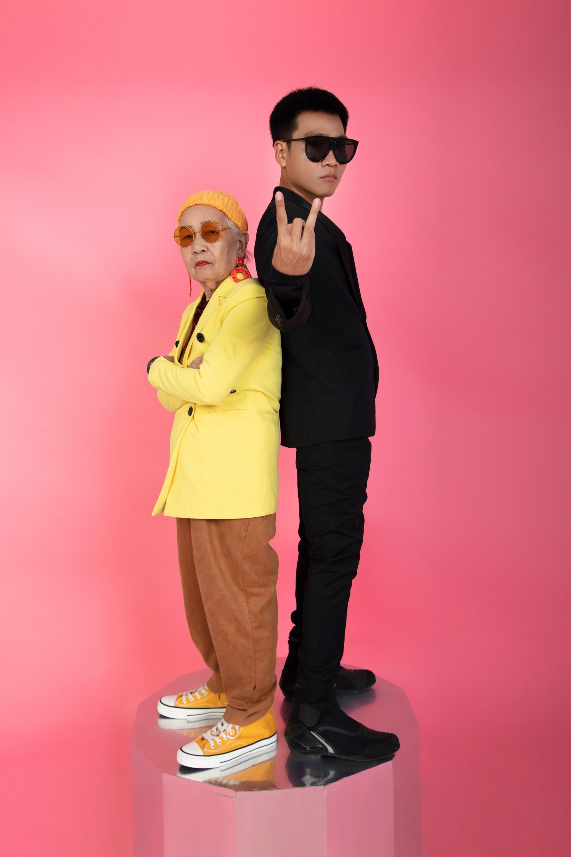 Khi thực hiện bộ ảnh, rapper Wowy nói anh diện trang phục đen để làm nền cho