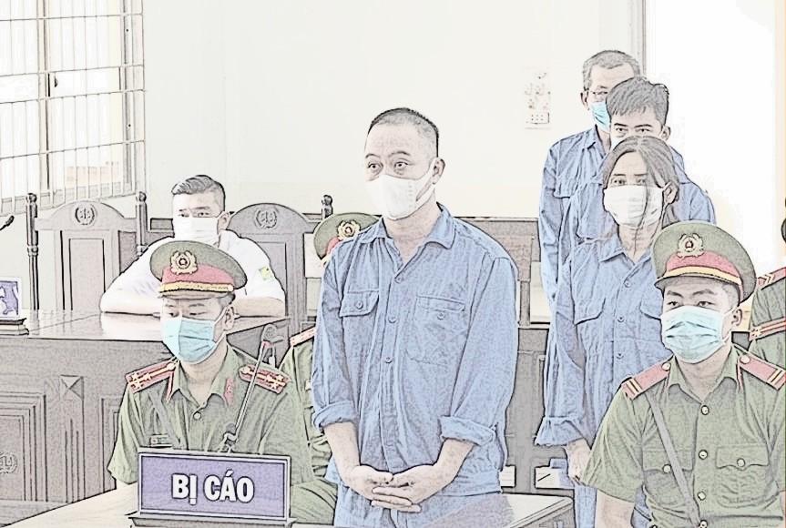 Bị cáo Út cùng các đồng phạm tại phiên tòa ngày 8/6