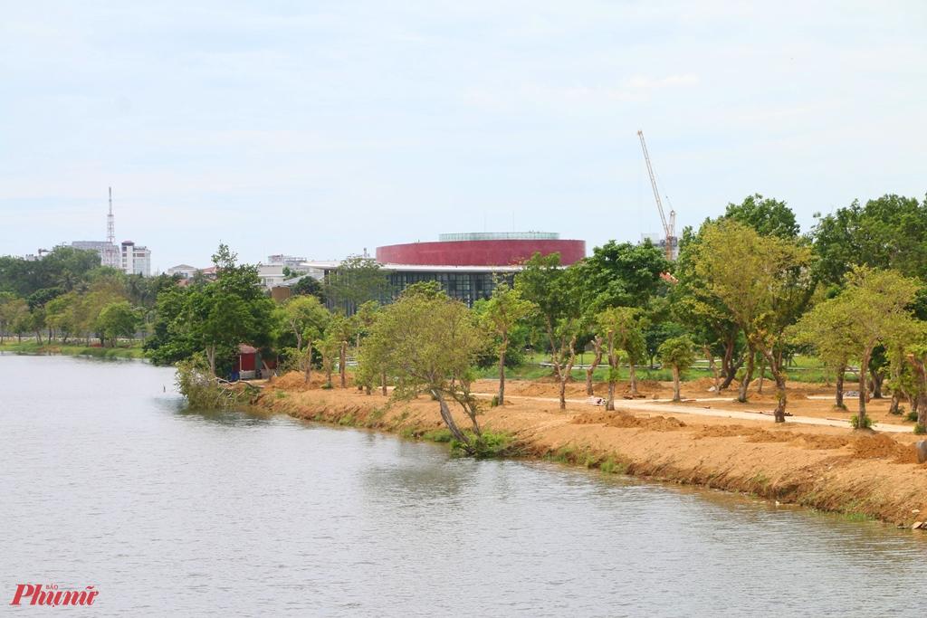 Một góc công viên cồn Dã Viên bên sông Hương