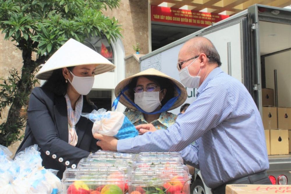Ông Kao Siêu Lực cho rằng thực phẩm dinh dưỡng rất cần thiết cho lực lượng tham gia phòng, chống dịch hiện nay.
