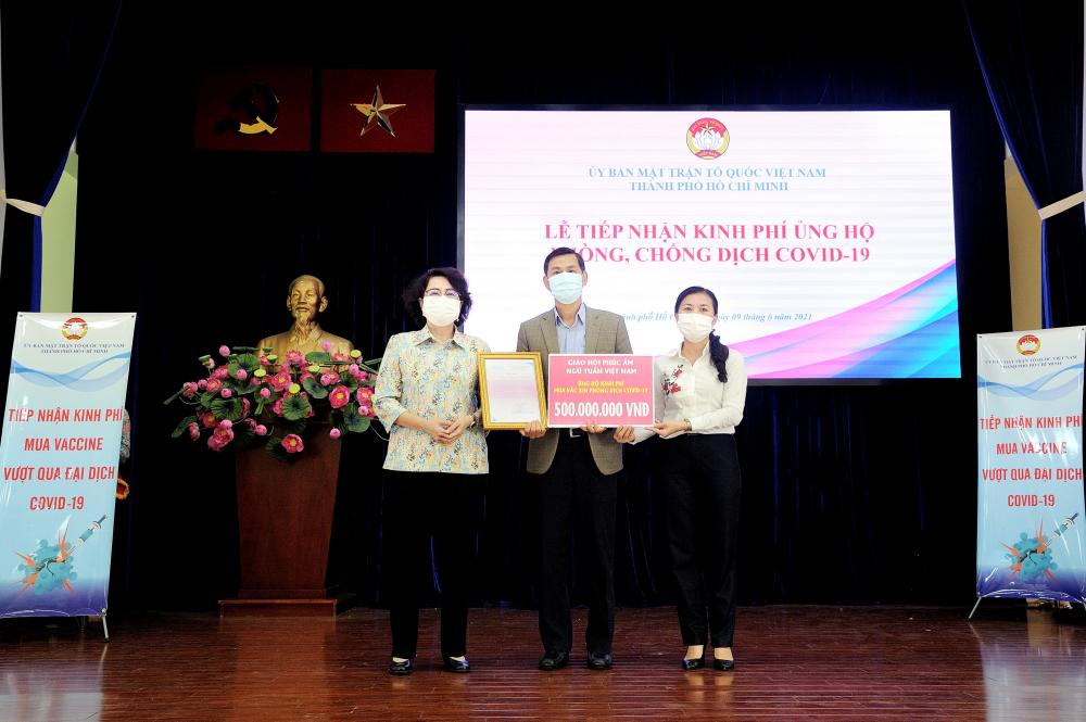 Giáo hội Phúc âm ngũ tuần Việt Nam ủng hộ 500 triệu đồng.