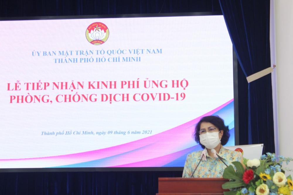 Chủ tịch Ủy ban MTTQ Việt Nam TPHCM Tô Thị Bích Châu cảm ơn các doanh nghiệp, Mạnh Thường Quân, nhân dân TP đã đồng hành cùng chính quyền trong công cuộc phòng, chống dịch COVID-19