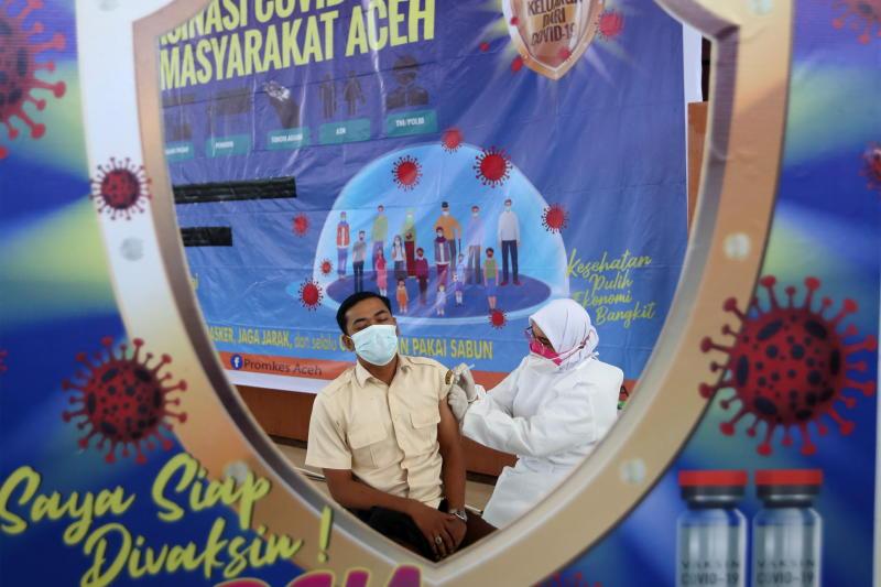 Indonesia tăng cường tiêm chủng khi số ca mắc COVID-19 tăng cao.