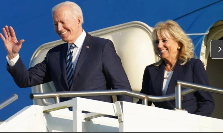 Tổng thống Joe Biden và phu nhân Jill Biden trên đường đến Anh dự  hội nghị của nhóm G7, ngày 9/6.