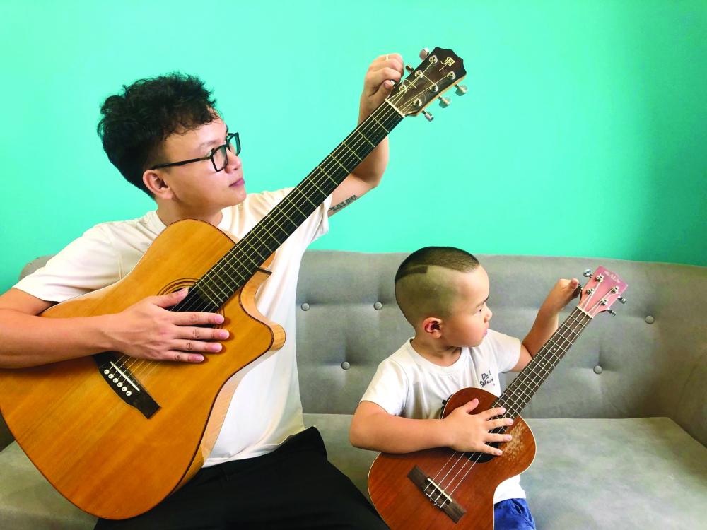 Sâu và bố đều có đàn và thường tập luyện cùng nhau