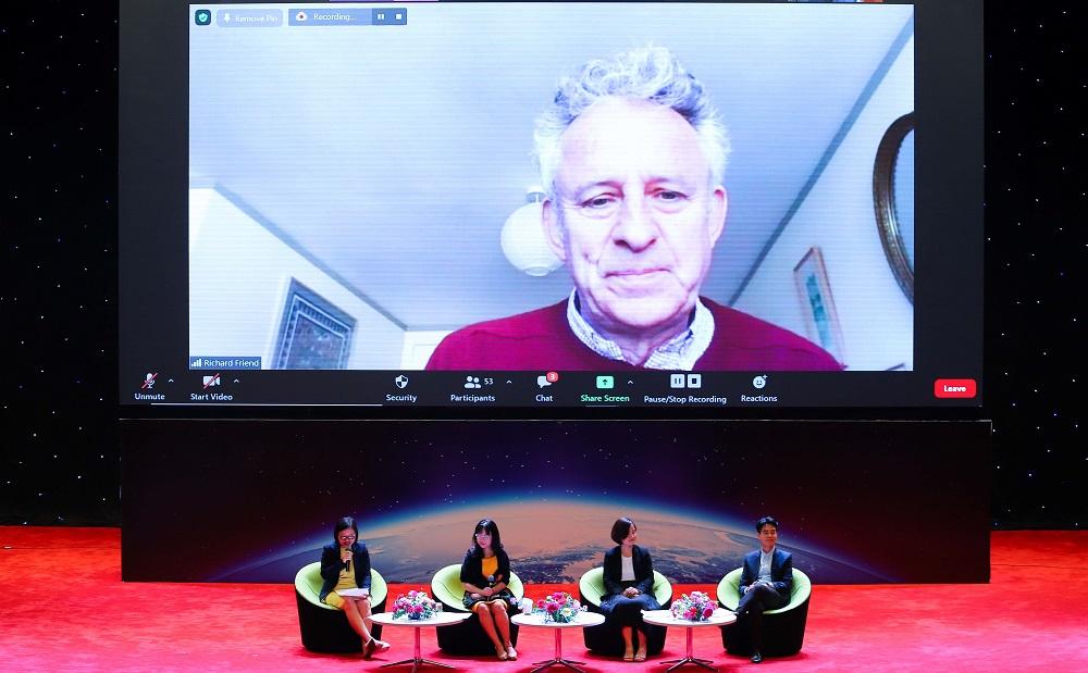 Một buổi hội thảo trực tuyến chia sẻ thông tin về giải thưởng VinFuture và quá trình đề cử tới các nhà khoa học, nhà nghiên cứu trên thế giới. Ảnh: Vingroup