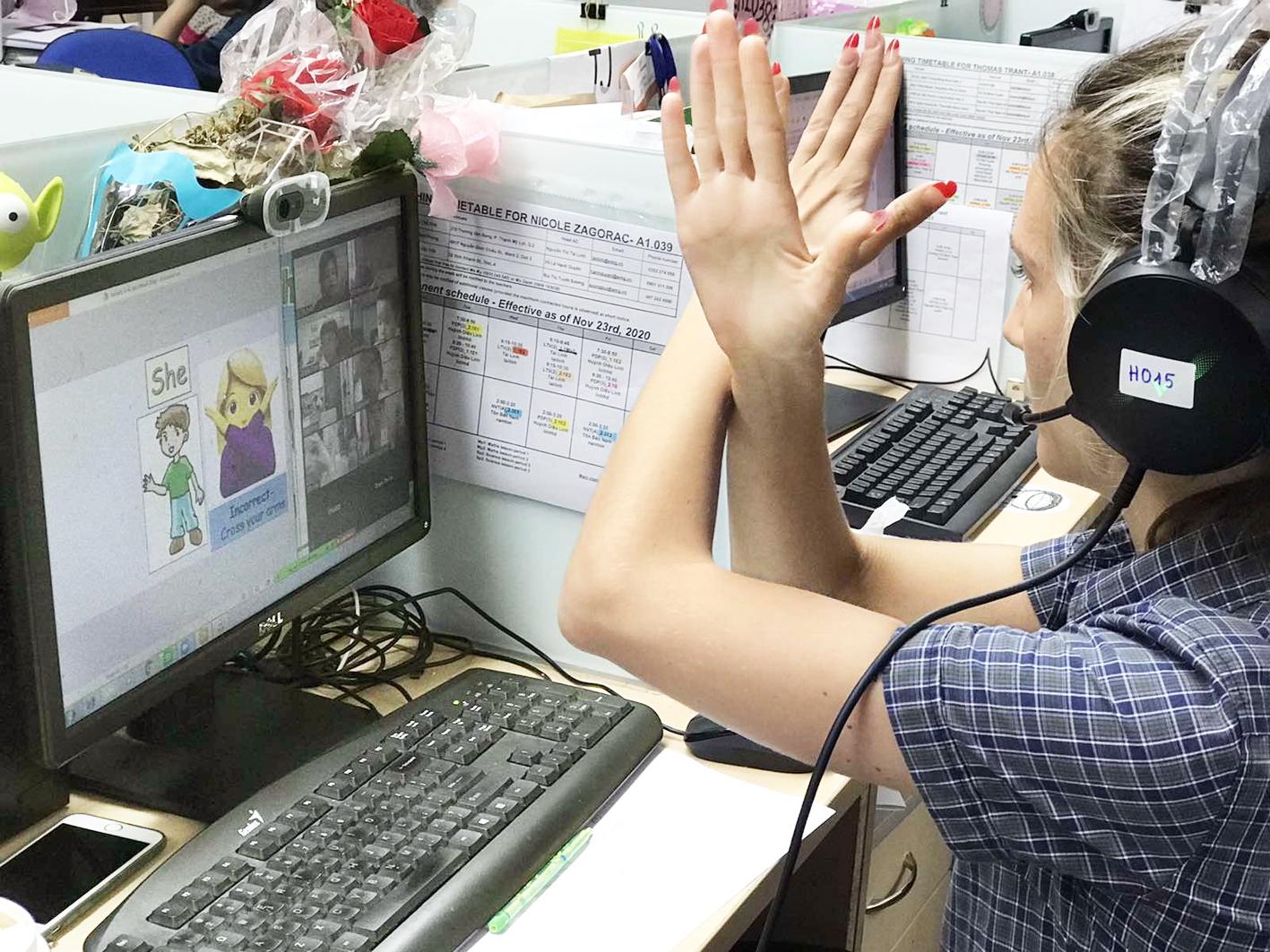 Giáo viên dạy online trong mùa dịch - ẢNH: THANH THANH