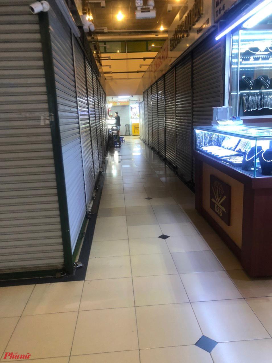 Buôn bán ế ẩm, tiểu thương nhiều chợ đóng cửa nghỉ bán, Sở Công thương TP HCM kiến nghị hỗ trợ tiểu thương vượt qua khó khăn khiến uôn bán ế ẩm, tiểu thương nhiều chợ đóng cửa nghỉ bán