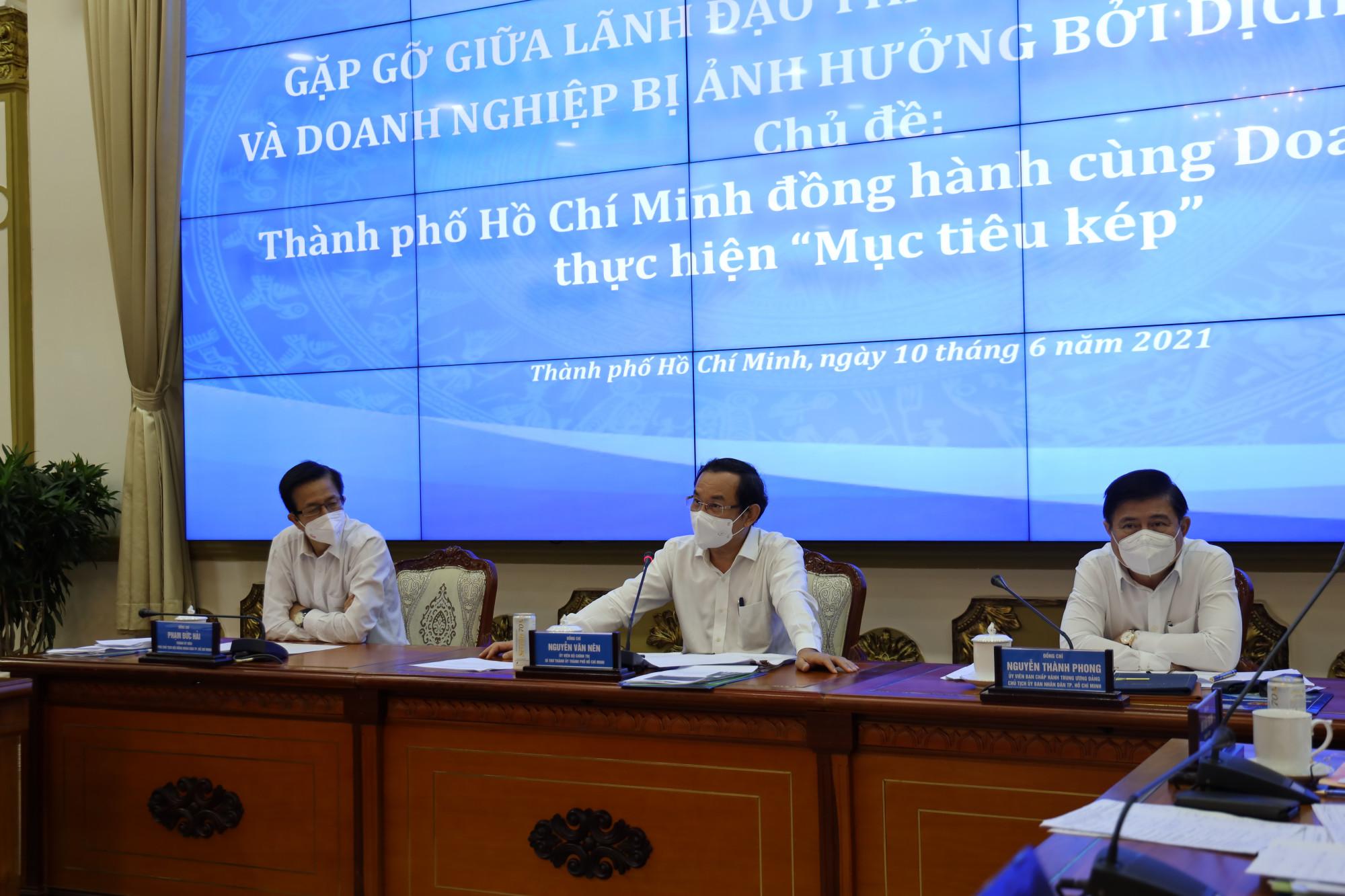 Bí thư Thành ủy TPHCM Nguyễn Văn Nên tham dự hội nghị sáng 10/6