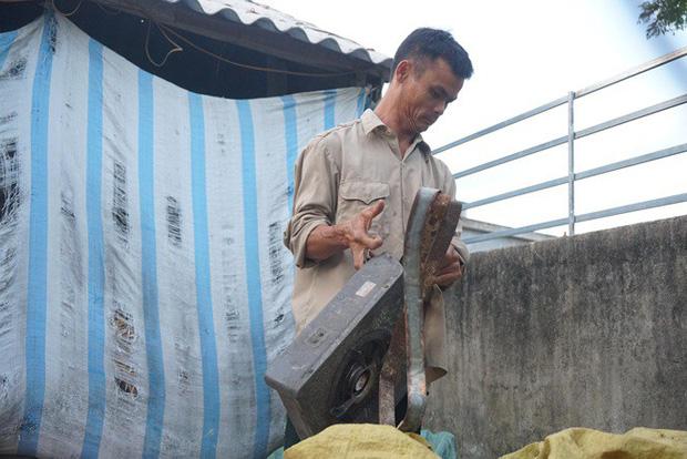 Ông Nguyễn Văn Xin tật nguyền, nghèo nhưng không từ bỏ hy vọng để con được học đại học