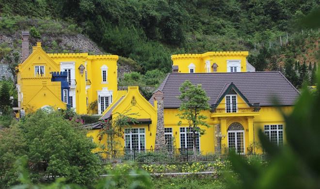 Ngôi nhà như lâu đài cổ tích này do chính tay vợ chồng Lan Hương xây dựng nên - Ảnh nhân vật cung cấp