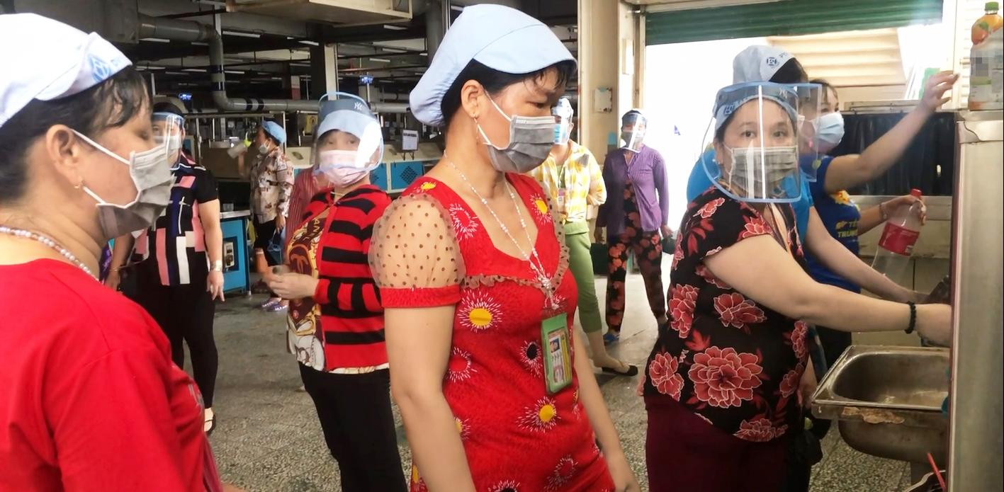 Công nhân đang làm việc tại Công ty Pouyuen Việt Nam (Q.Bình Tân) ngày 10/6