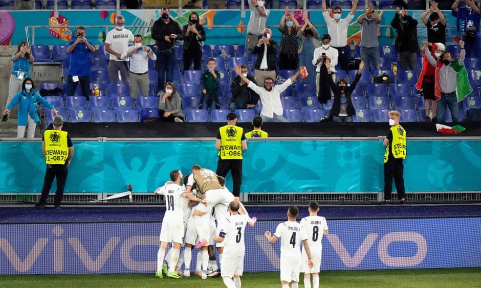 Sau hiệp 1 bỏ lỡ nhiều cơ hội ngon ăn, các chân sút của Ý tiếp cận hiệp 2 với những tình huống tấn công dồn dập, triển khai bắn phá từ nhiều hướng và nhanh chóng ấn định trận đấu với tỷ số 3-0.