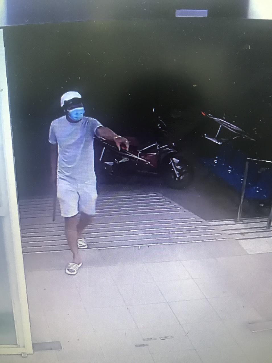 Hình ảnh nhóm Hải cầm mã tấu vào bệnh viện truy sát anh Trí, anh Tuấn