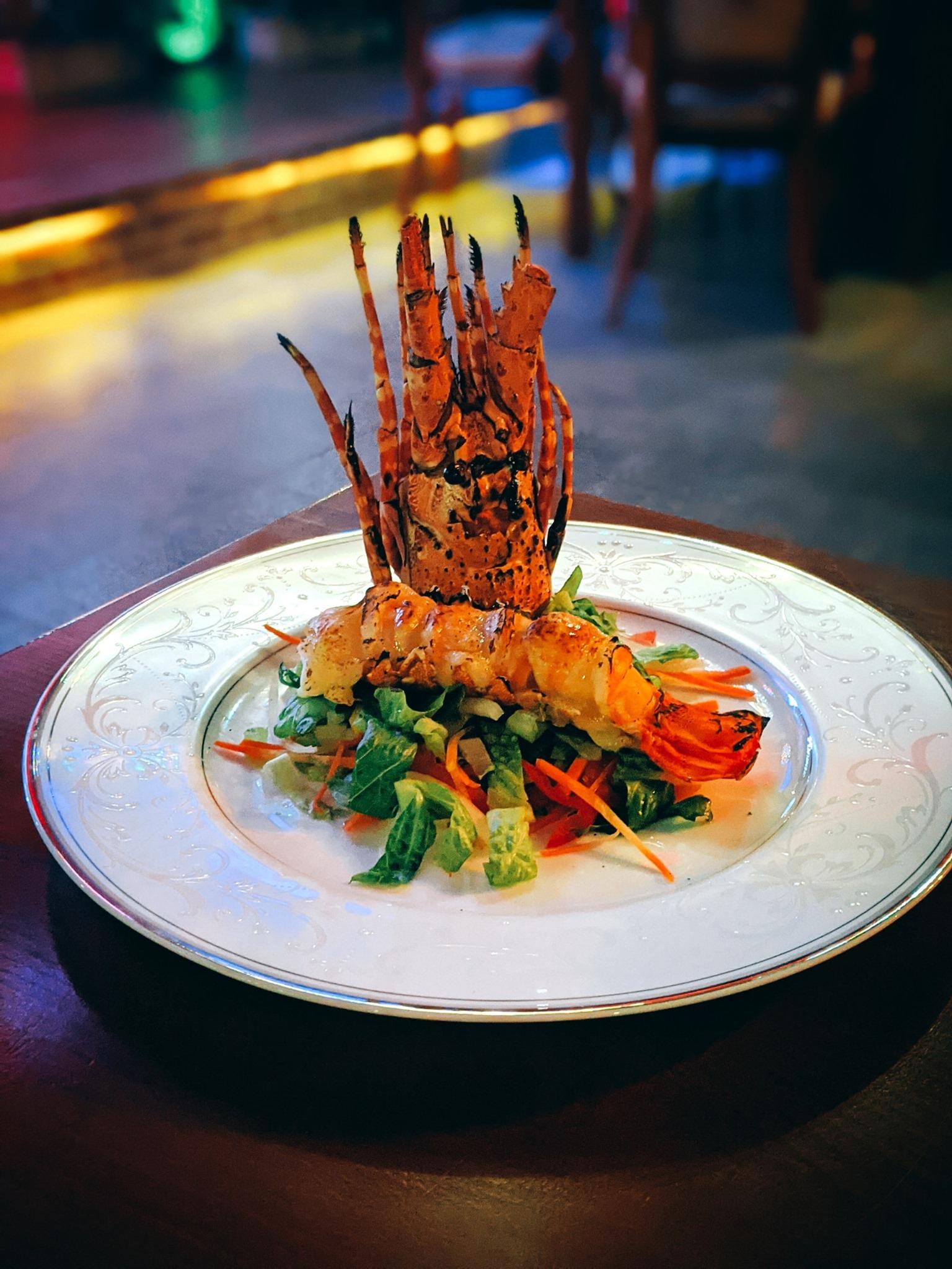 Cùng Hotel Grand Saigon thưởng thức các bữa ăn thịnh soạn với thực đơn Âu - Á tại nhà mà chẳng ngại phải đi xa. Với phong cách phục vụ mới – giao hàng tận nơi, Hotel Grand Saigon sẽ mang đến cho thực khách những món ăn hấp dẫn và đảm bảo hương vị tươi ngon.