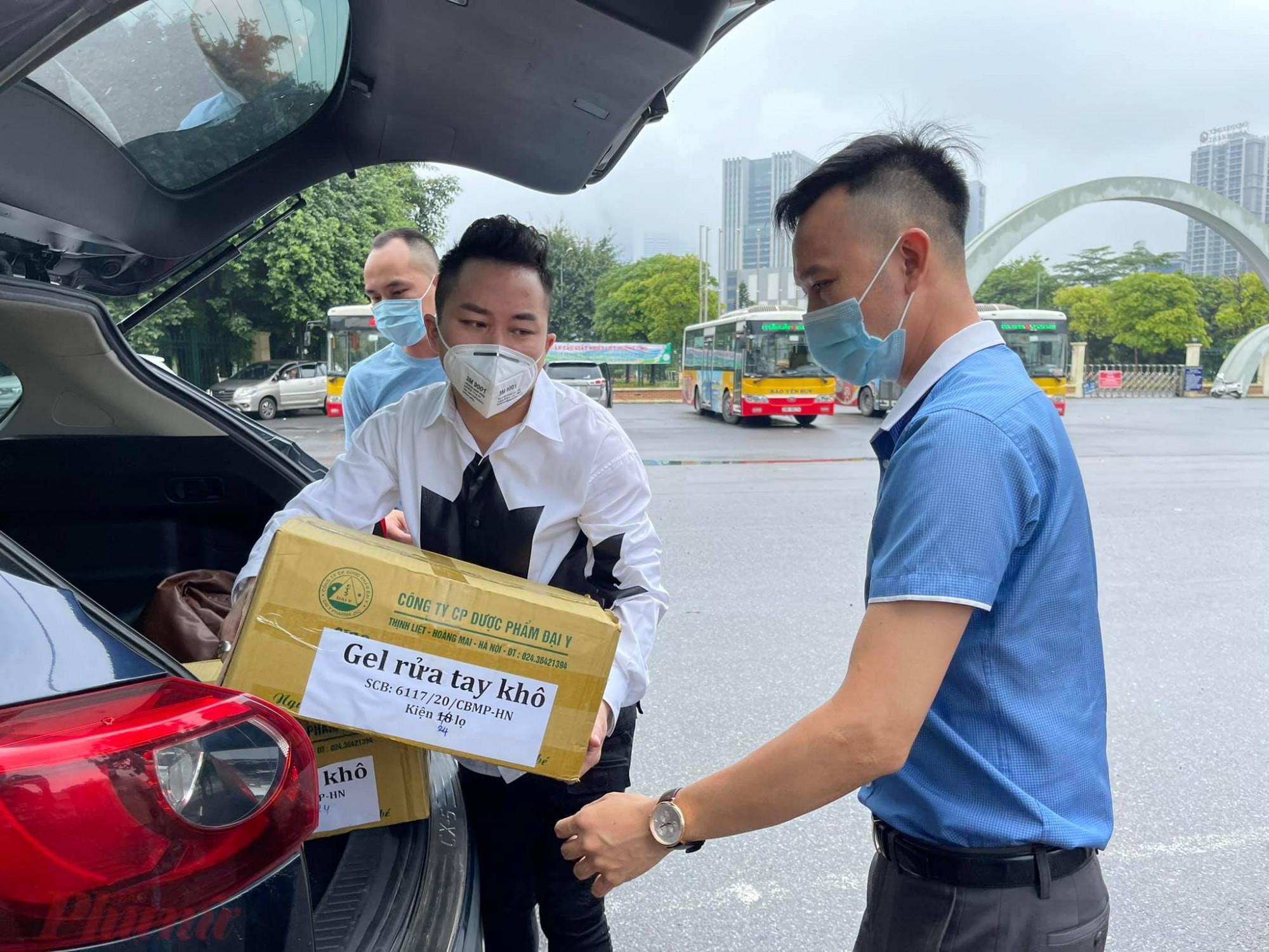 Ca sĩ Tùng Dương vừa hoàn thành đợt hỗ trợ thứ 4 giúp công tác phòng, chống dịch COVID-19.