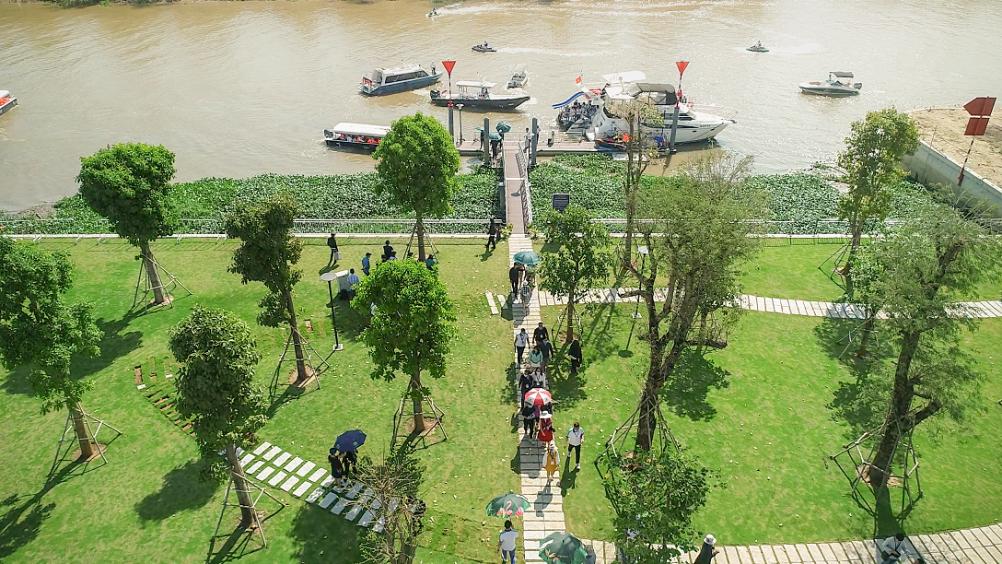 Tận dụng lợi thế sông xanh len lỏi, nhà phát triển khéo léo bố trí các tiện ích đa dạng gắn liền với bản sắc sông nước