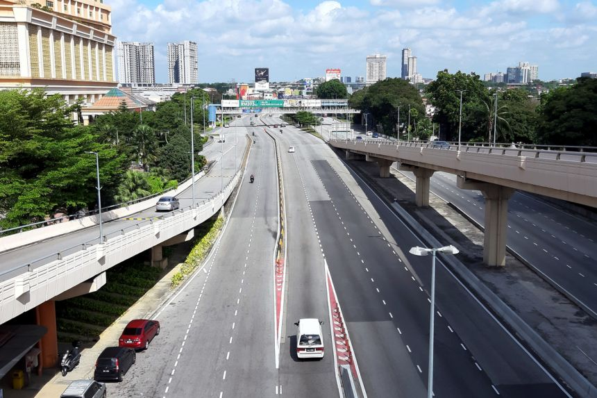 Đường phố tại Malaysia vắng lặng trong thời gian phong tỏa toàn quốc.