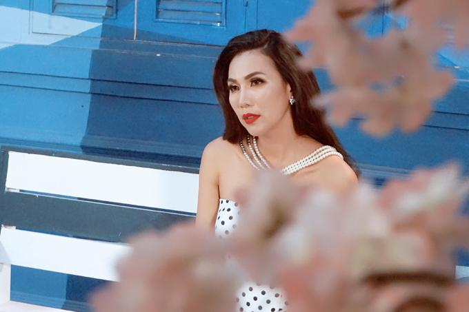 Thập niên 2000, Khánh Ngọc nổi tiếng với loạt sáng tác của Nguyễn Văn Chung: Vầng trăng khóc, Ngỡ như giấc mơ, Mộng thuỷ tinh