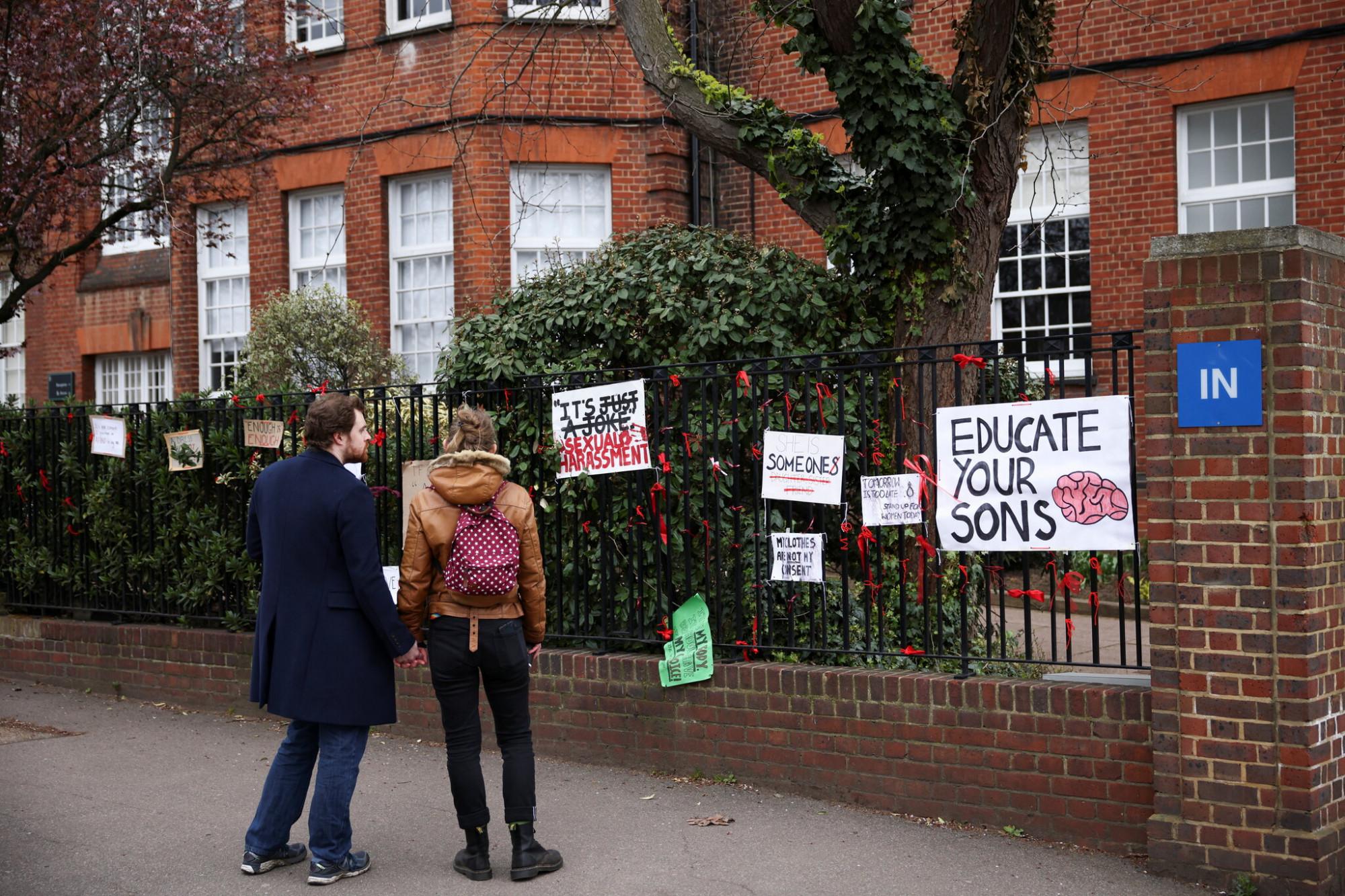 Các chuyên gia cho rằng, vấn nạn quấy rối tình dục trong trường học ở Anh là nghiêm trọng và cần có giải pháp cụ thể để giải quyết - Ảnh: Henry Nicholls/Reuters