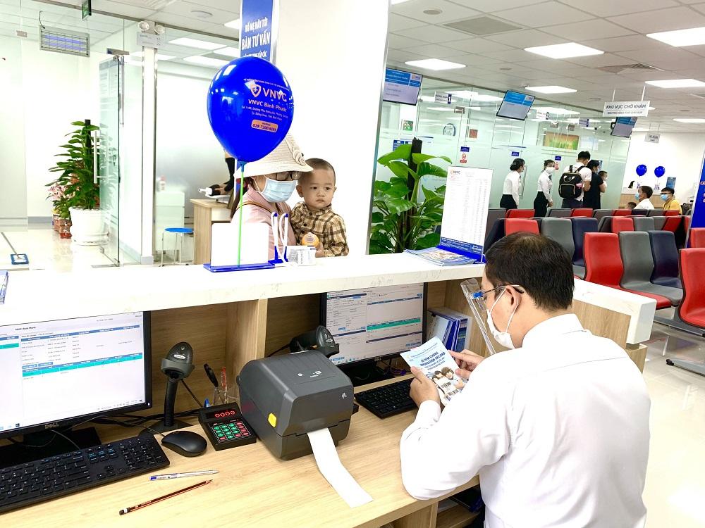 VNVC Bình Phước kịp thời hoạt động, phục vụ nhu cầu cấp bách chích vắc-xin phòng chống dịch bệnh của các gia đình ở Bình Phước. Ảnh: VNVC