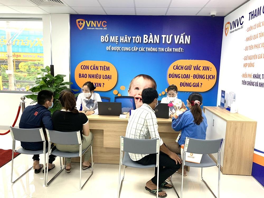 VNVC Bình Phước mang đến dịch vụ chích ngừa cao cấp, các gói vắc-xin luôn có đầy đủ vắc-xin, giữ nguyên giá và nhiều ưu đãi hấp dẫn. Ảnh: VNVC