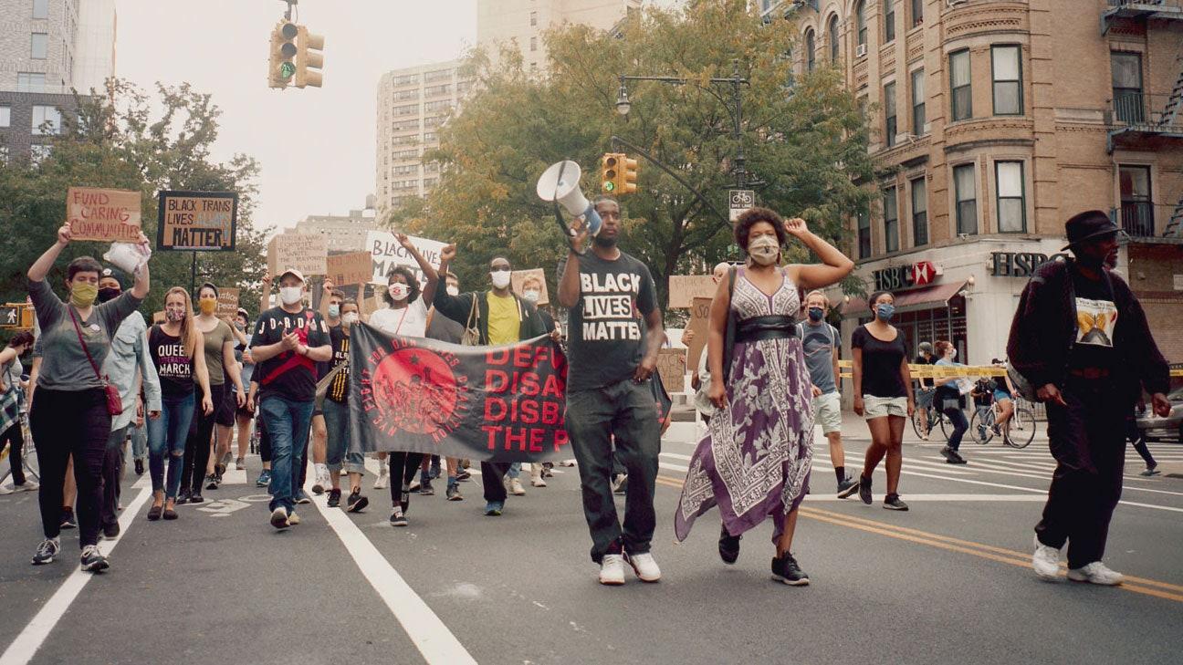 Cái chết của Floyd qua cảnh quay của Frazier đã làm dấy lên phong trào chống tình trạng kỳ thị chủng tộc diễn ra ở nhiều nơi trên khắp thế giới - Ảnh: Andy Jackson/Teen Vogue