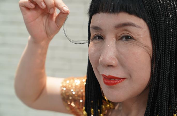 Tuy gặp đôi chút phiền toái với cặp lông mi dài bất thường của mình, nhưng cô You Jianxia vẫn cảm thấy vui vẻ hạnh phúc- Ảnh: Guinness World Records