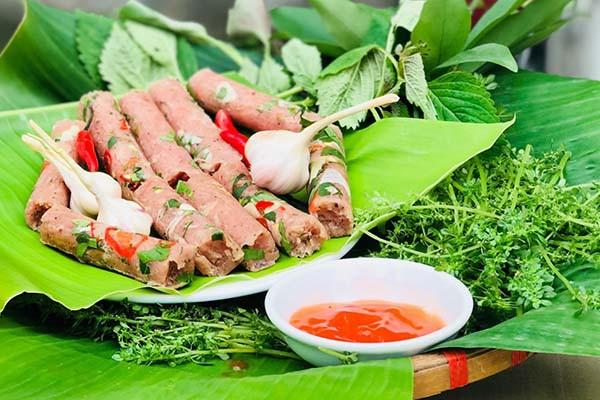 Nem chua là một món ăn dân dã của người Việt Nam - Ảnh minh họa