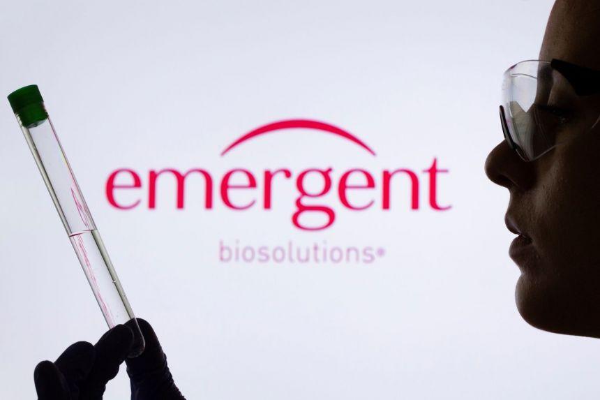 FDA đang yêu cầu hãng Johnson & Johnson phải tiêu hủy hàng triệu liều vắc-xin được sản xuất tại nhà máy Emergent BioSolutions ở thành phố Baltimore - Ảnh: Reuters