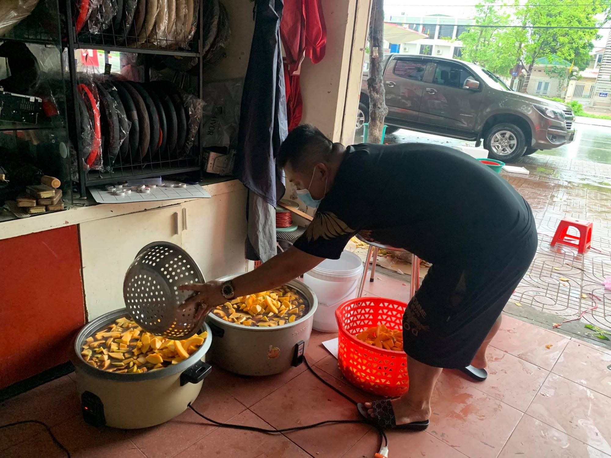 Từ những ông chồng không biết đi chợ, nấu ăn, giờ thì các anh đã thành thạo (Ảnh nhân vật cung cấp)
