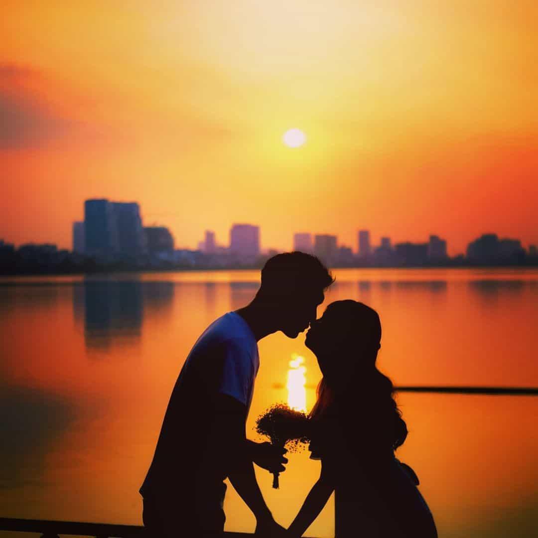 Trong khi bạn bè cùng tuổi đã cưới, làm mẹ thì Loan, Nhàn vẫn cứ mặc sức yêu đương, rồi lại đổ vỡ