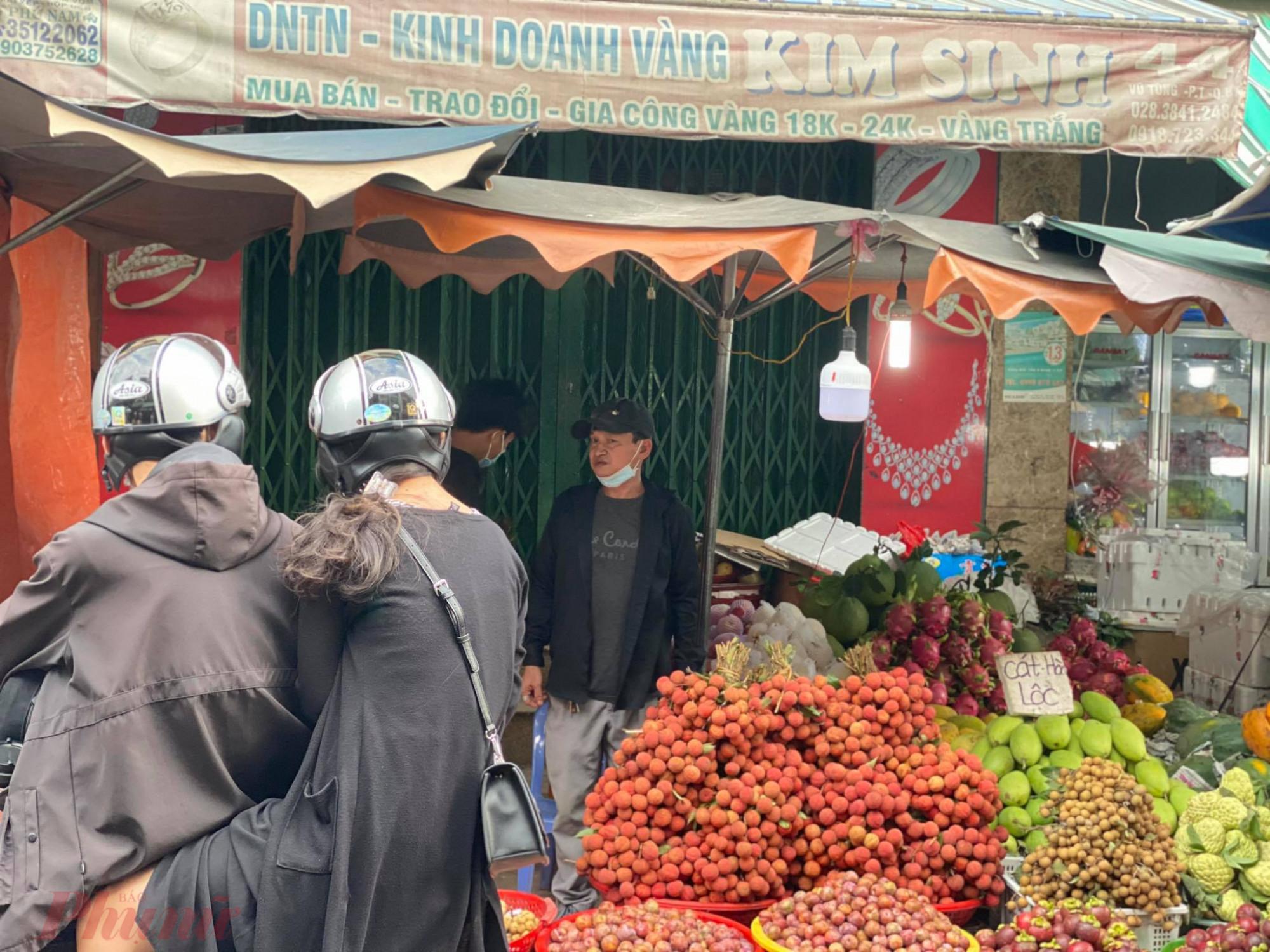 Bên cạnh bánh ú, lá xông, xôi chè thì vải là loại trái cây được mua nhiều nhất để cúng Tết Đoan Ngọ.
