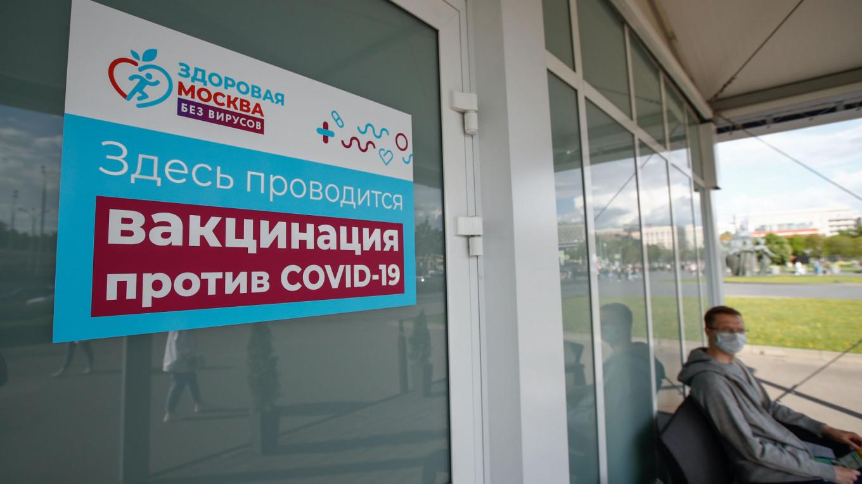 Moscow đã thiết lập các trung tâm tiêm chủng tại các trung tâm mua sắm và trên khắp các công viên của thủ đô.