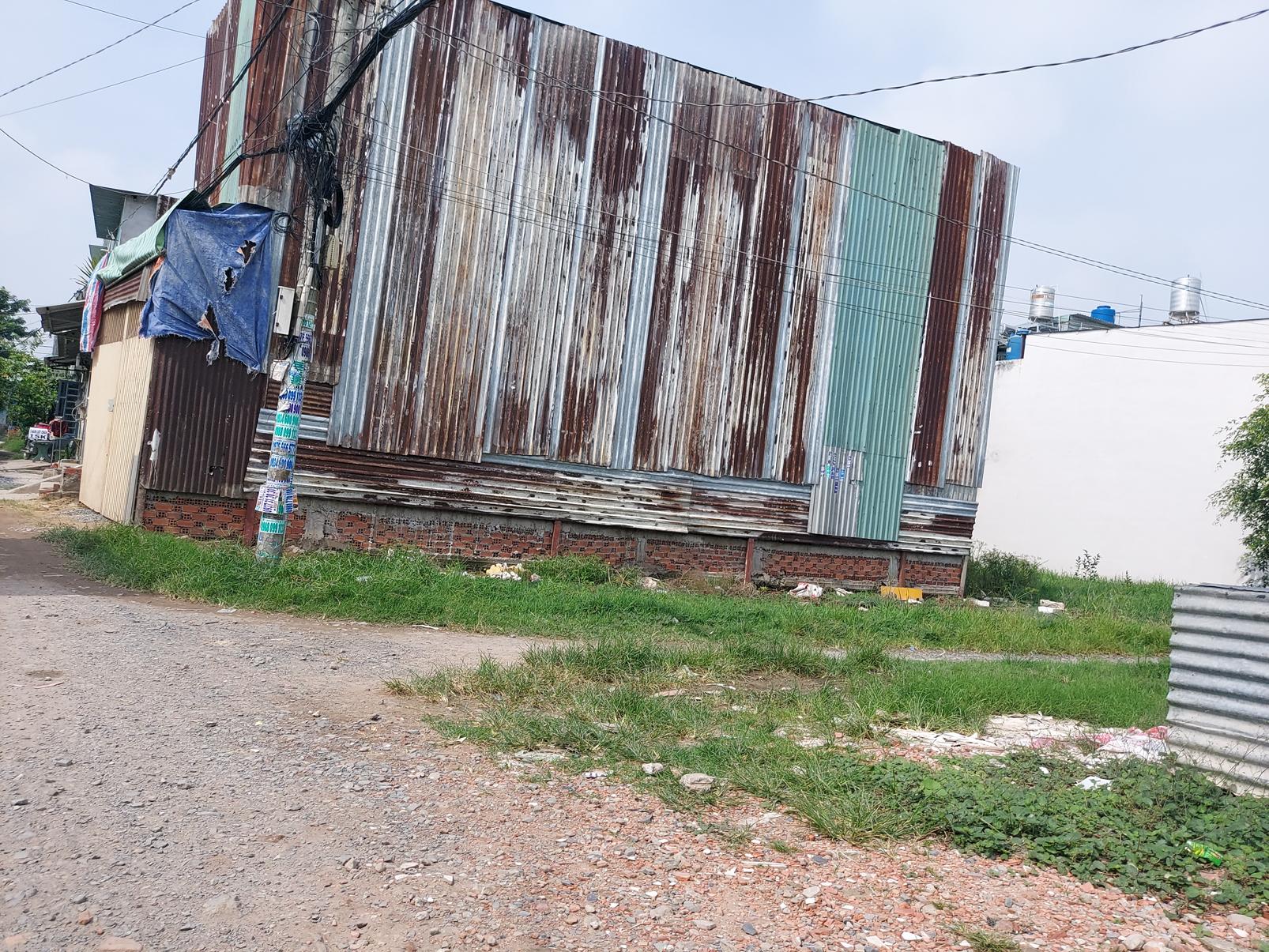 Chỉ sau vài ngày, một căn nhà không phép sừng sững mọc lên tại tổ 15, ấp 6B, xã Vĩnh Lộc A