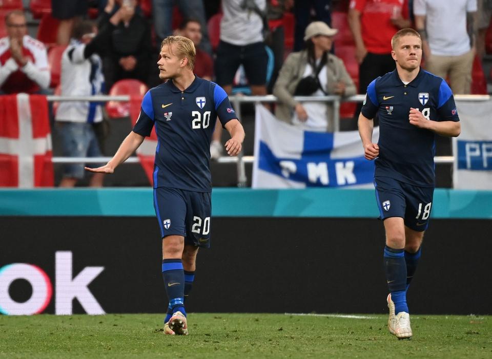 Dù ghi bàn nhưng chân sút Pohjanpalo (số 20) không ăn mừng bàn thắng, một hành động hướng về Eriksen.