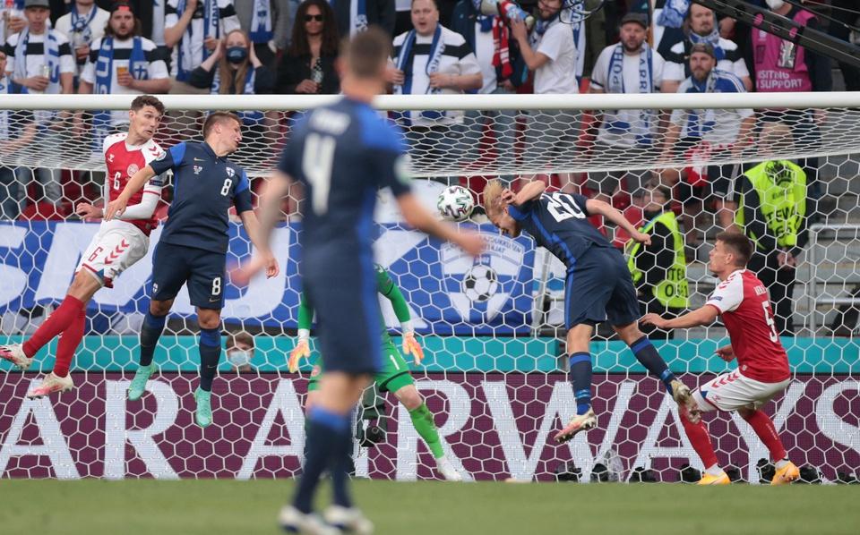 Sau khi Eriksen được đưa đến bệnh viện, UEFA đã gửi thông báo rằng tình trạng của anh ấy đã ổn định. Trận đấu bị tạm dừng hơn 90 phút và tiếp tục được diễn ra, với chiến thắng 1-0 thuộc về đội tuyển Phần Lan.