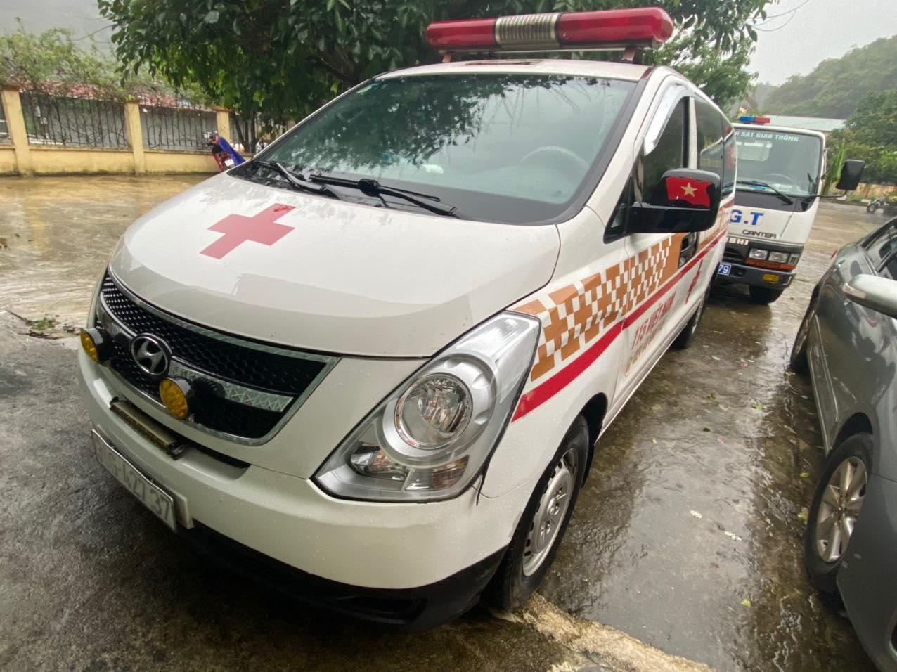 Chiếc xe cứu thương chở theo 12 người