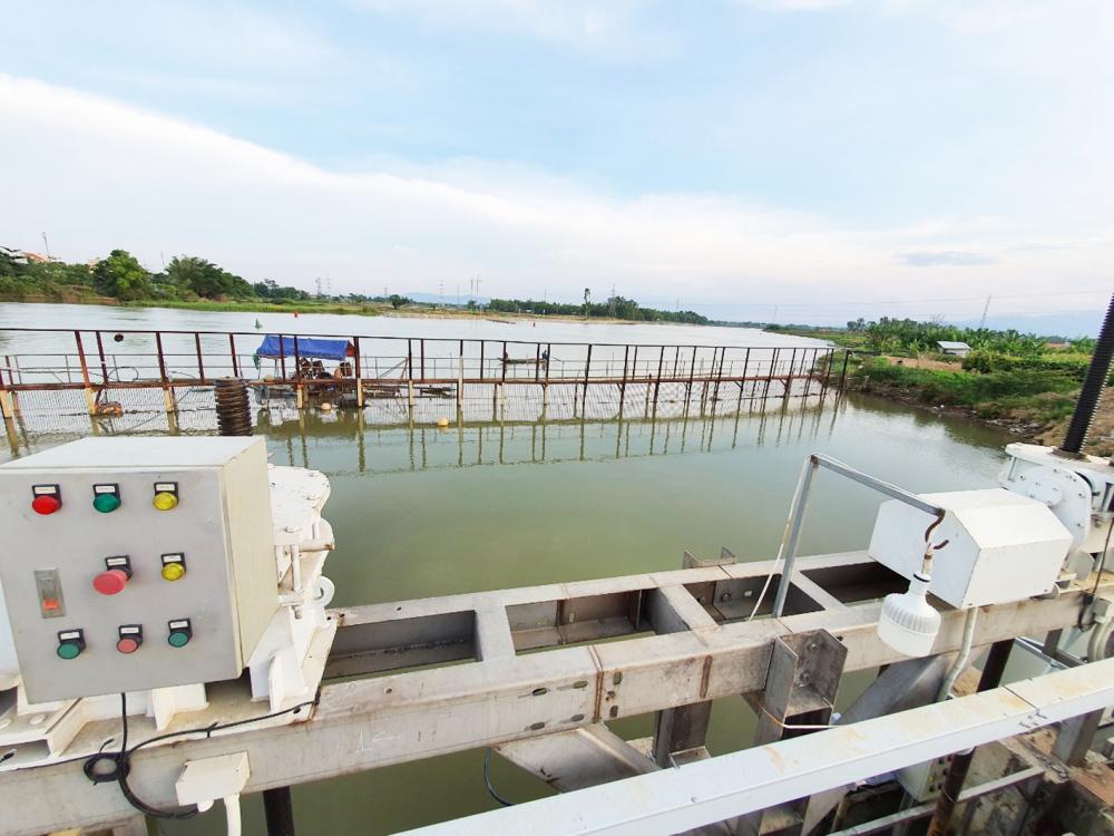 Cửa thu nước của Nhà máy nước Cầu Đỏ - nơi cung cấp nước sinh hoạt chính cho TP.Đà Nẵng - luôn đối mặt với tình trạng nhiễm mặn vào mùa khô - ẢNH: ĐÌNH DŨNG